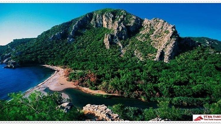 11. Beydağları  (Olimpos) Sahil Milli Parkı (Antalya)  Akdeniz Bölgesi'nde, Antalya ili sınırları içerisinde yer almaktadır. Antalya-Kemer-Kumluca devlet karayolu ile ulaşılır. Olimpos-Beydağları Sahil Millî Parkı Sarısu'dan itibaren Antalya – Kumluca karayoluna ve Akdeniz'e paralel olarak Gelidonya Burnu'na kadar uzanmaktadır. Akdeniz Körfezinin batı sahilinde muhteşem güzellikte doğal plajlar antik şehirler vardır. Çıralı ve Adrasan Plajı bunlardan en güzel ve uzun olanıdır. Milli Park giriş noktasından itibaren Topçam, Küçük Çaltıcak, Büyük Çaltıcak, Kargıcak 1-2 gibi günübirlik mesire alanlara uzun plajlara sahip orman ve denizin kucaklaştığı ender tabiat harikalarıdır. Ayrıca Millî Park içinde Göynük Çadırlı Kampı (100 çadır) ve Kemer'e 3 km mesafede Kındılçeşme Çadırlı Kamp alanı (225 çadır) bulunmaktadır. Phaselis Antik Kenti jeolojik, tarihi, flora ve fauna güzelliklerin bulunduğu bir yol kavşağı niteliğindedir. Çıralı Sahili, Olympos antik kenti ve Yanar taş, Millî Park'ın sembol kaynaklarındandır. Akdeniz Bölgesi iklim şartlarına sahip alanda yılın 7-8 ayında her türlü deniz sporları, piknik, kamp, yürüyüş yapılabilir ve arkeolojik alanlar gezilebilir. Milli park içinde otel, motel ve kamp alanları vardır.