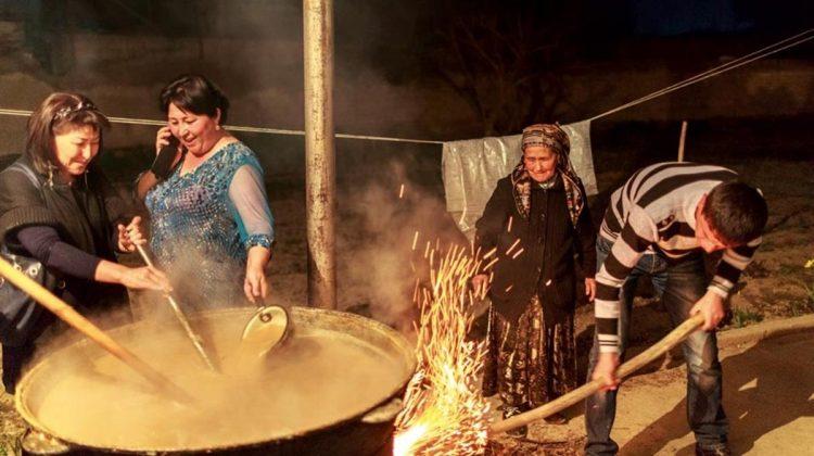 Sümelek, yılda bir kez Nevruz kutlamasından sonra buğdayın kazanlarda kaynatılmasıyla hazırlanan geleneksel bir yiyecek. Uzun ve zahmetli bu pişirme işinin amacı insanların bir araya gelip sosyalleşmesi.