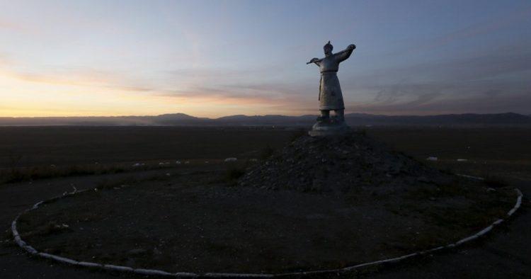 Tuva Cumhuriyeti'nde milli kahraman olarak kabul edilen Arat heykeli Kızıl şehrinde bulunmaktadır.